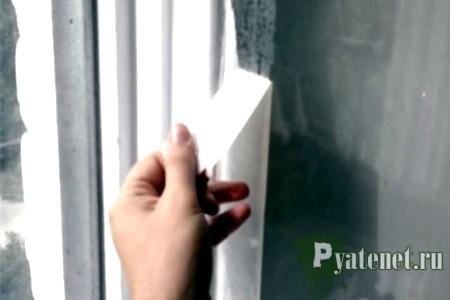 клейкая лента на окне