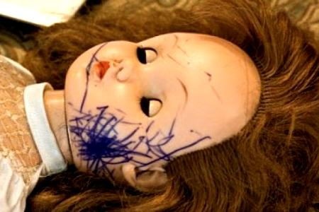 испачканная кукла
