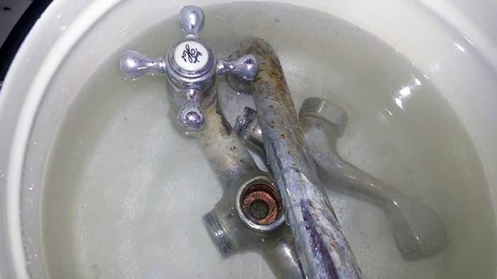 очистка смесителя от водного камня