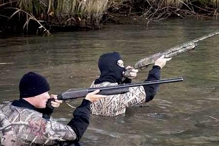 охотники в воде