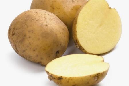 разрезанный пополам картофель