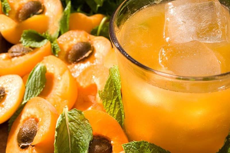 пятна от абрикосового сока
