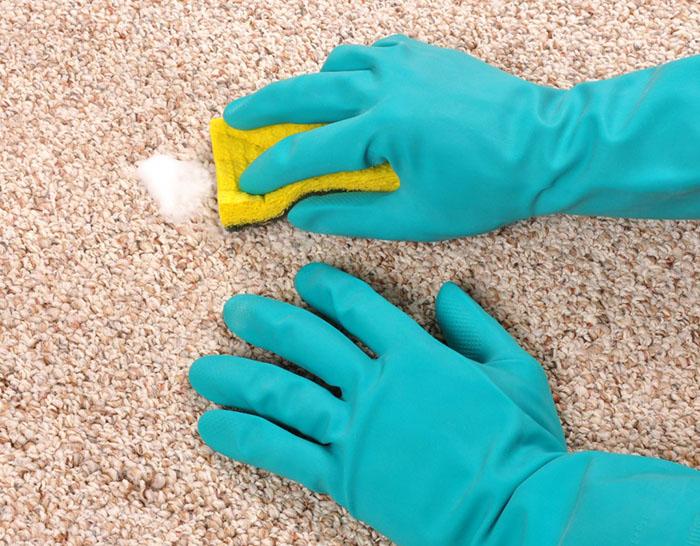 чистка ковра мыльным раствором